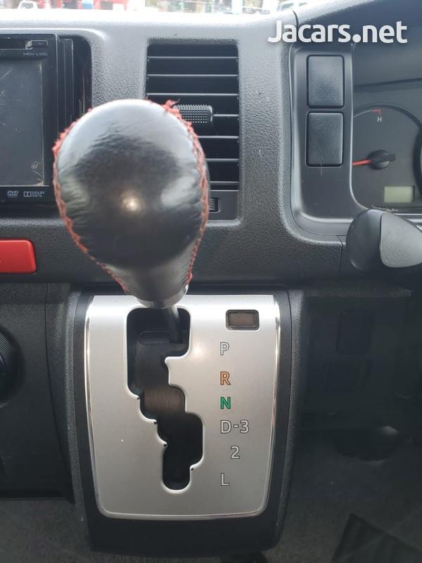 Toyota Hiace 3,0L 2016-13