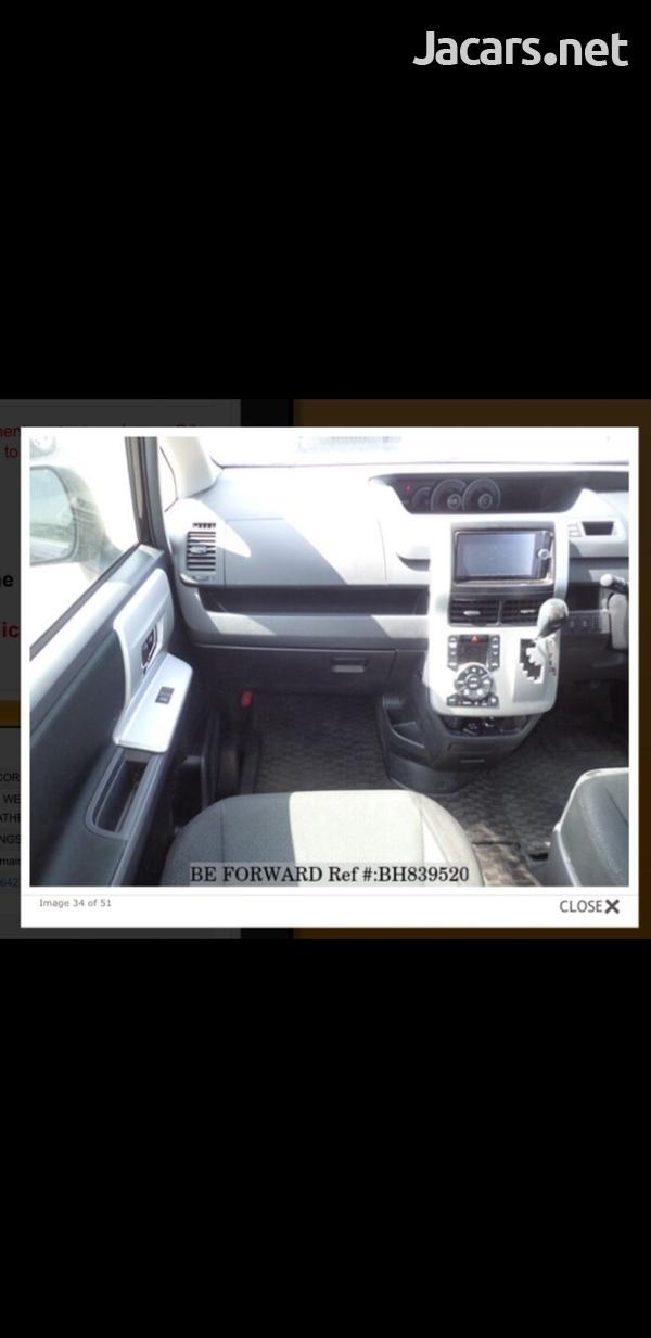 Honda Stepwgn 2,0L 2013-8