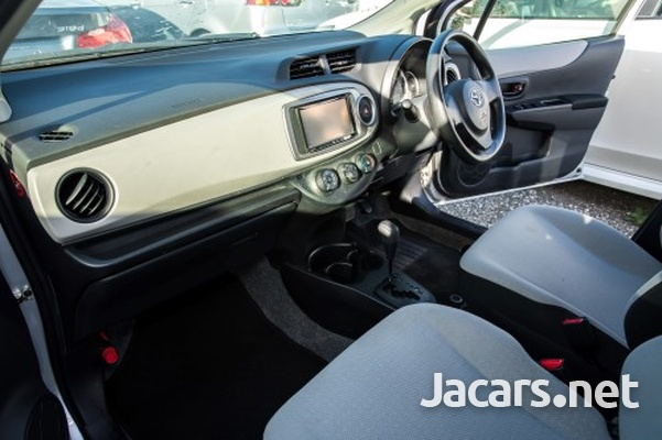 Toyota Vitz 1,3L 2013-6