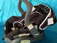 Child Car seat and Carrier 2in1 BRAND NEW never been used
