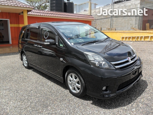 Toyota Isis 1,8L 2010-1