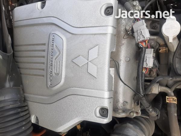 2016 mitsubishi outlander hybrid 2.0 petrol engine-1