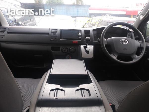 Toyota Hiace 2,3L 2016-8