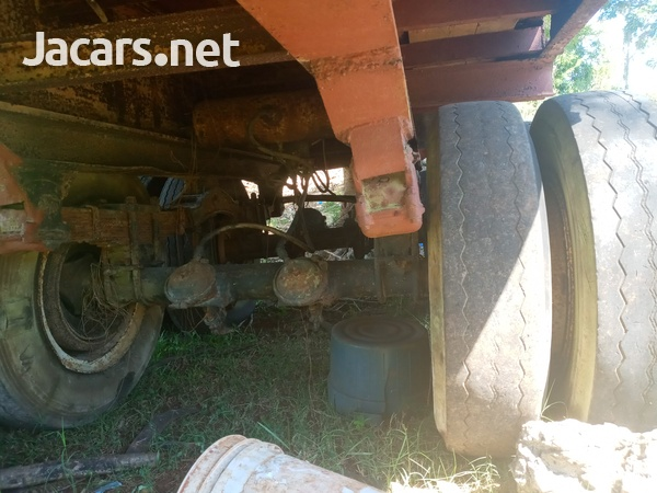 Trailer head and flatbed-16