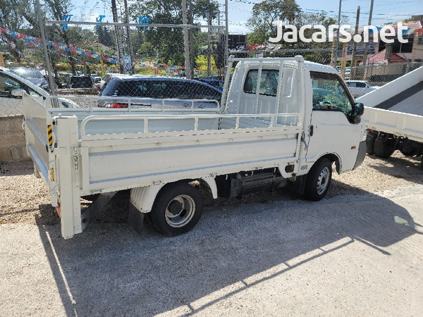 2011 Madza Bongo Truck-2