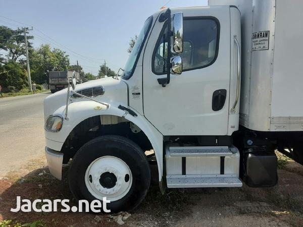 2014 Freightliner 12 tonne box Truck-4