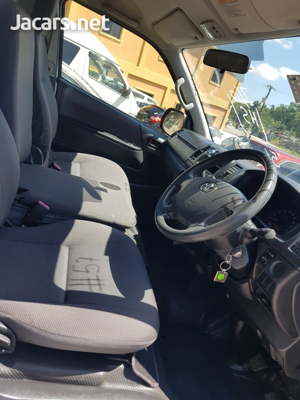 Toyota Hiace 3,0L 2014-3