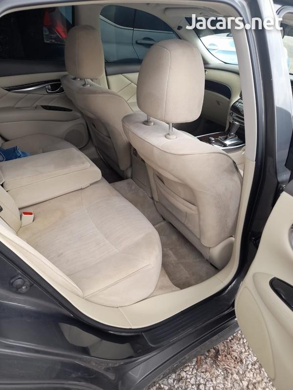 Nissan Fuga 3,7L 2011-7