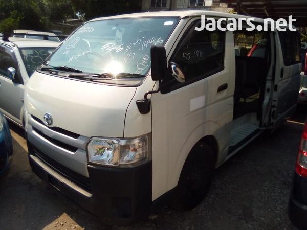 Toyota Hiace Bus 2016-5