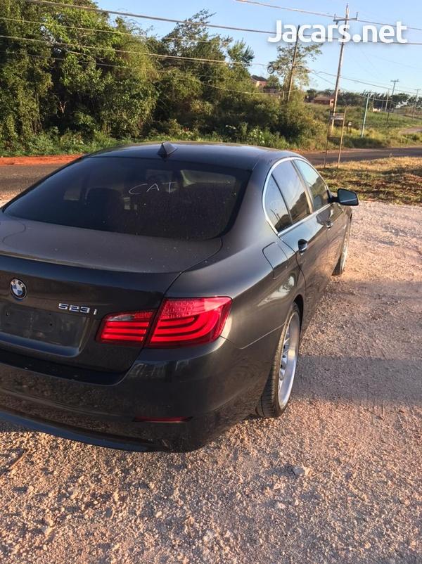 BMW 5-Series 3,0L 2011-5