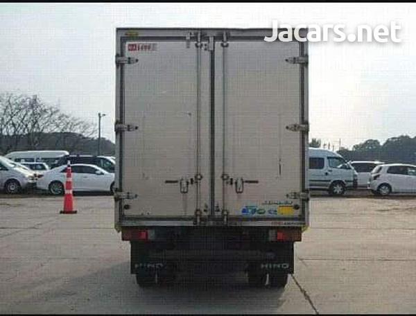 2011 Hino Truck-2