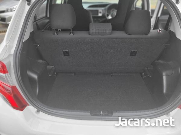 Toyota Vitz 1,3L 2015-7