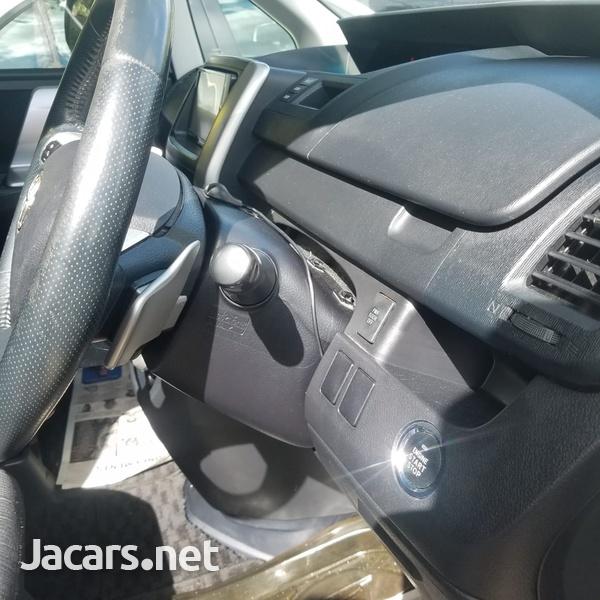 Toyota Voxy 2,0L 2010-4