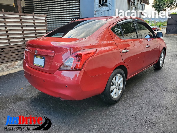 Nissan Versa 1,5L 2013-5