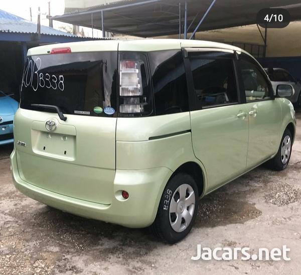 Toyota Sienta 1,5L 2013-4