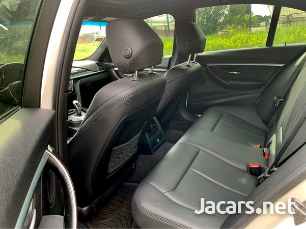 BMW 3-Series 2,0L 2016-5