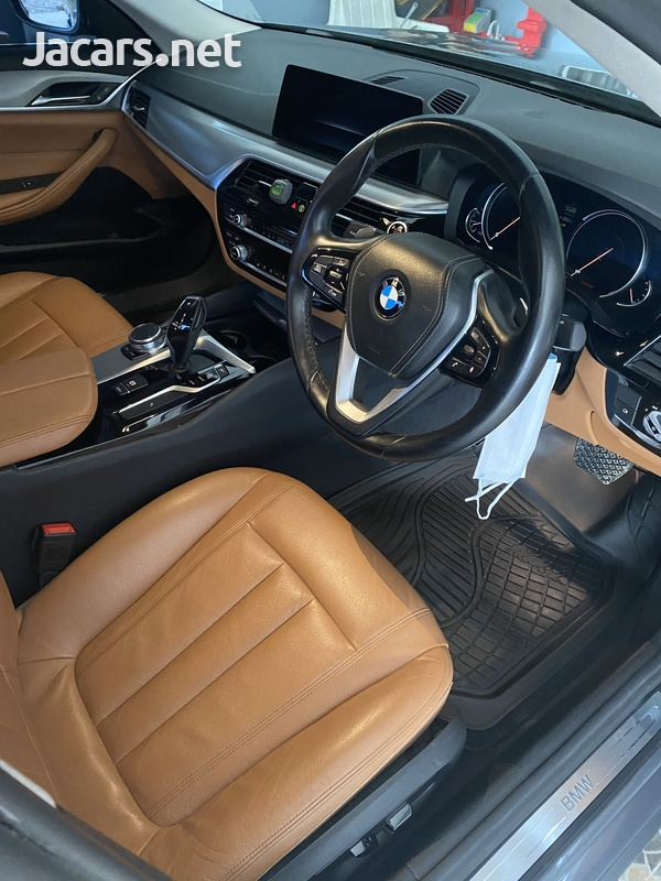 BMW 5-Series 2,0L 2017-5