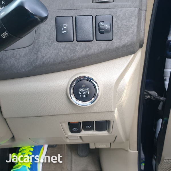 Toyota Isis 1,8L 2013-5