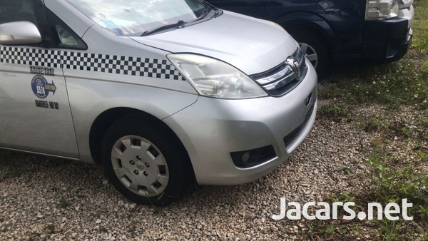 Toyota Isis 1,8L 2011-5