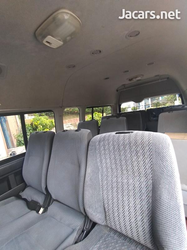 Toyota Hiace 2011-5