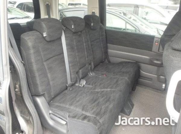 Honda Stepwgn 2,0L 2012-8