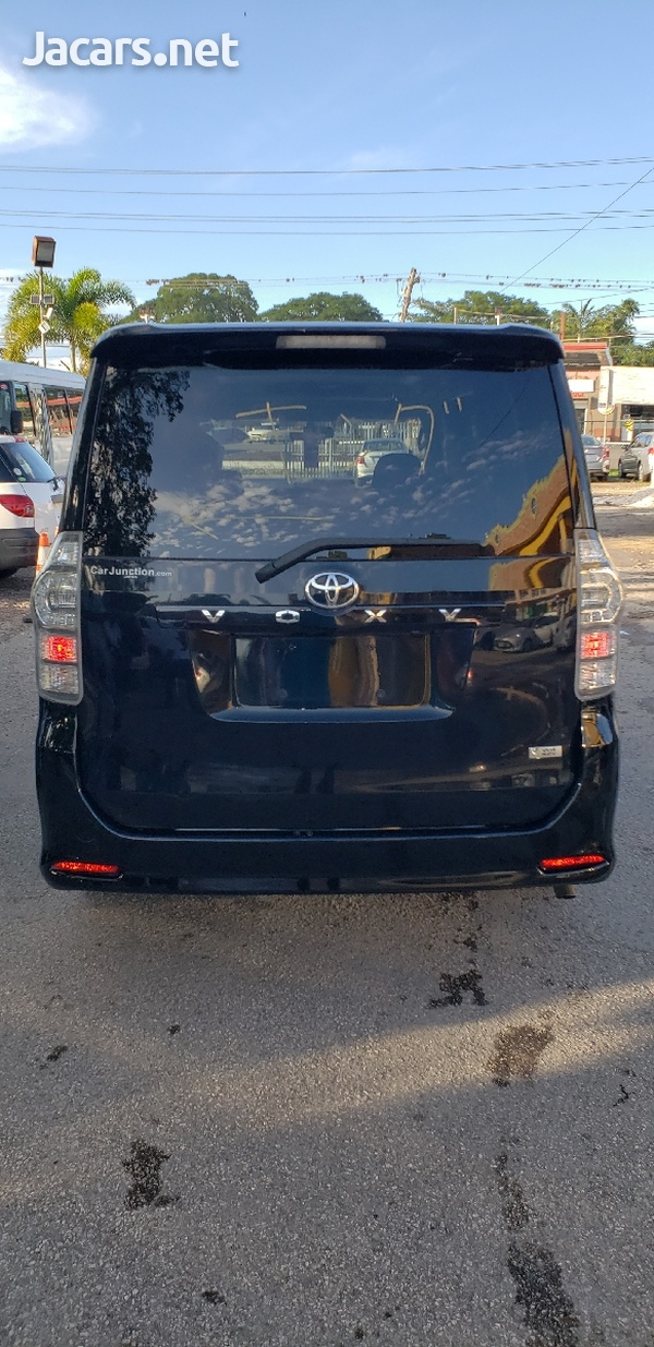 Toyota Voxy 2012 with SUNROOF-2