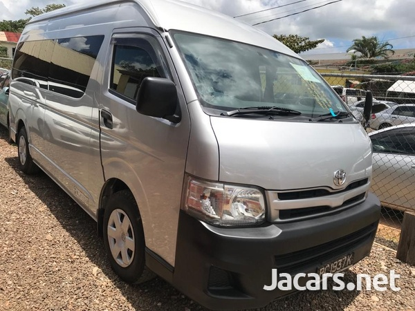 Toyota Hiace Commuter Bus 2013-1