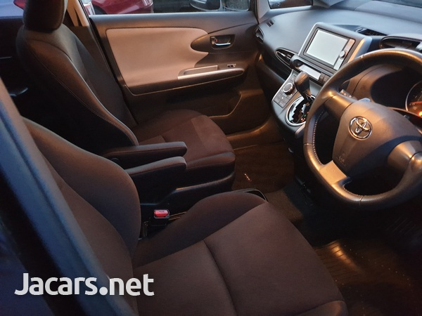 Toyota Wish 2,0L 2011-4