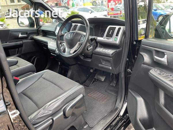 Honda Stepwgn 2,0L 2012-10
