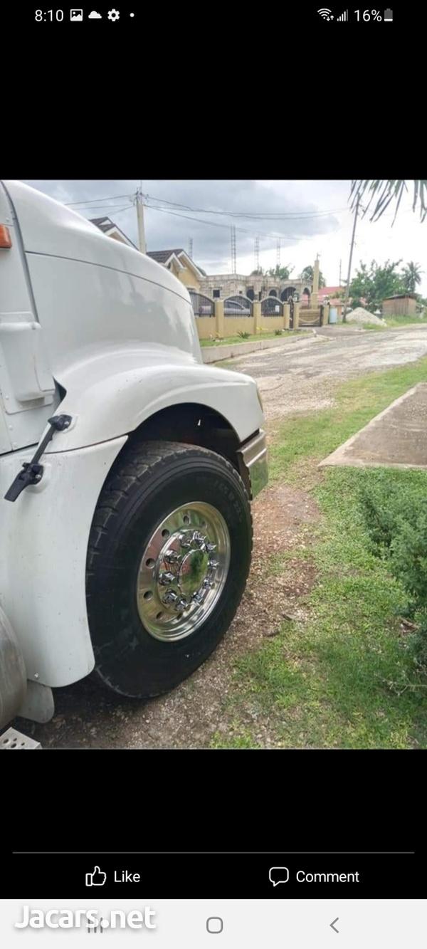 2007 9200 Box Truck-4