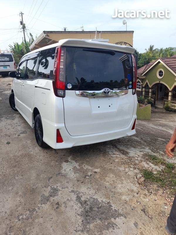 Toyota Noah 2,0L 2015-12