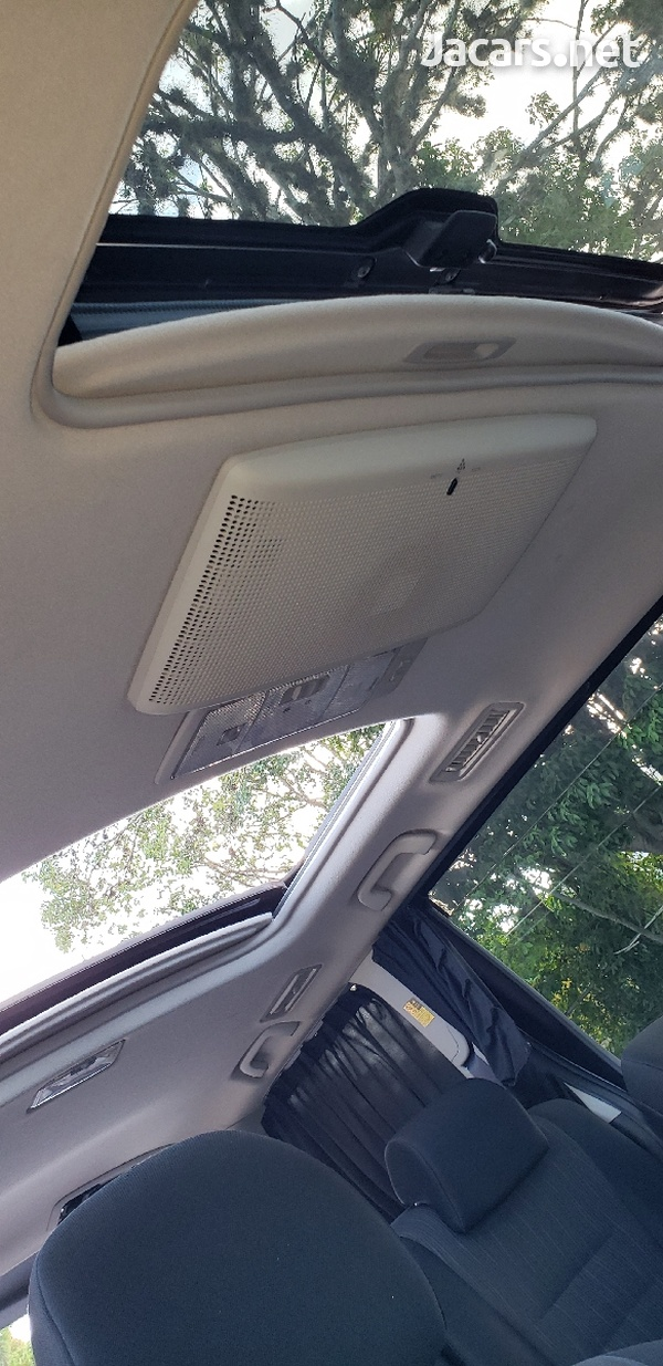 Toyota Voxy 2012 with SUNROOF-6