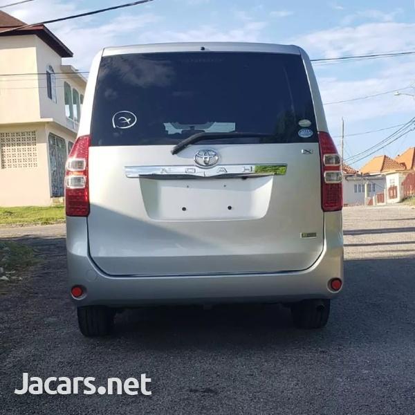 Toyota Noah 1,8L 2012-4