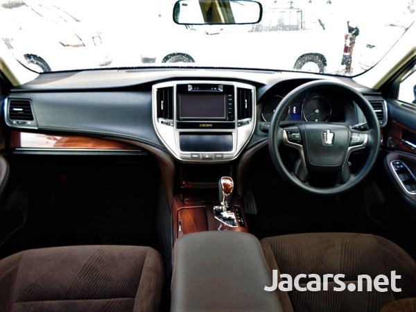 Toyota Crown 2,5L 2015-6