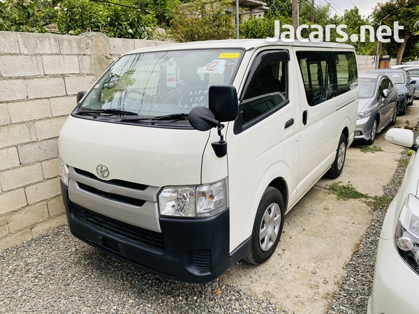Toyota Hiace Bus 2016-1