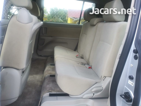 Toyota Isis 2,0L 2015-6