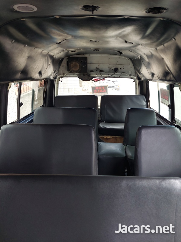 2008 Toyota Hiace Minibus-6