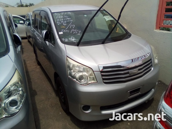 Toyota Noah 1,8L 2010-1