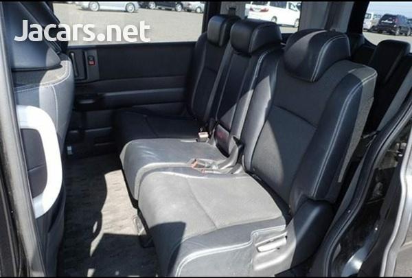 Honda Stepwgn 2,0L 2012-9