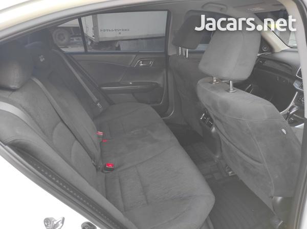 Honda Accord 2,0L 2015-6