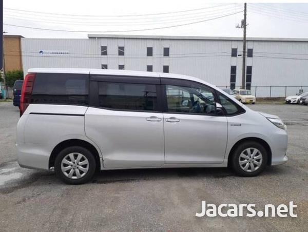 Toyota Noah 2,0L 2015-7