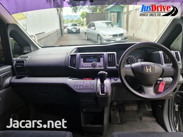 Honda Stepwgn 2,0L 2010-9