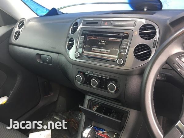 Volkswagen Tiguan 2,0L 2012-4
