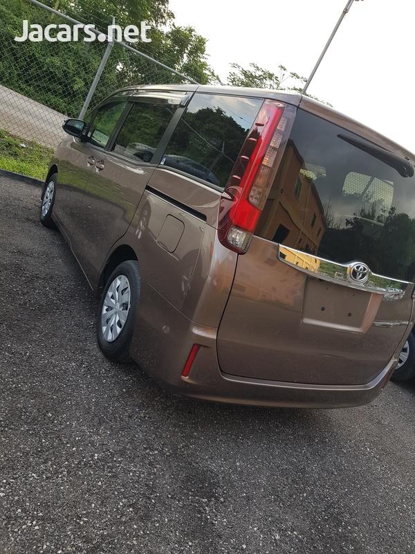 Toyota Noah 2,0L 2017-3