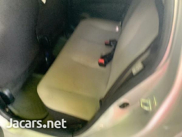 Toyota Vitz 1,0L 2011-3