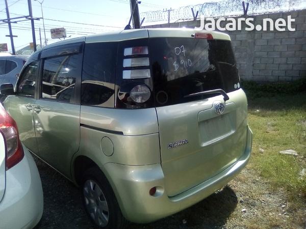 Toyota Sienta 1,4L 2007-1