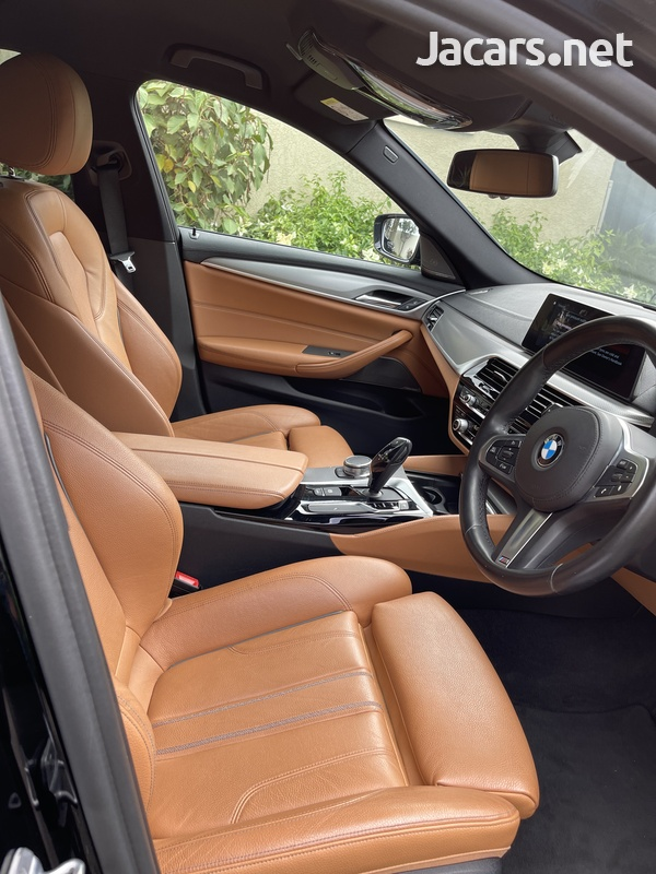 BMW 5-Series 3,0L 2017-7