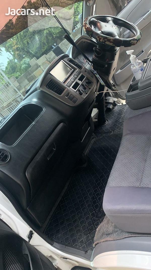 Nissan Caravan 2,0L 2011-8