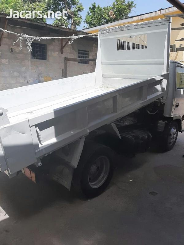 2006 Isuzu Truck-4