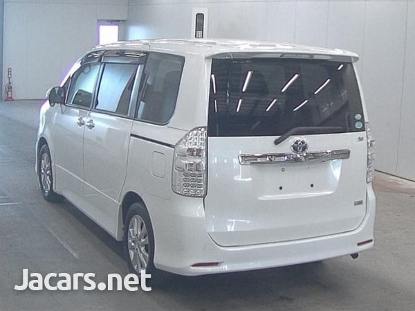 Toyota Noah 2,0L 2012-5